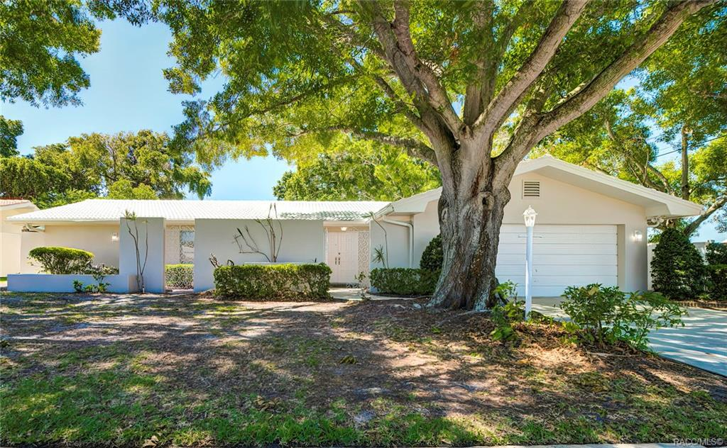 13696 Pleasant Drive, Largo, Florida 33774
